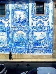 Side facade of the Cappella das Almas.