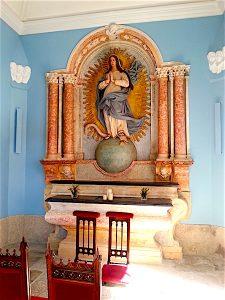 The tiny chapel of the Palacio do Freixo.