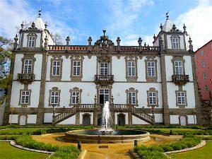 The garden facade of the Palacio do Freixo, which is also the facade visible from the river.