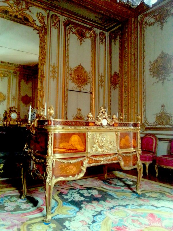 The King's desk, another of the rare original items in the Chateau.