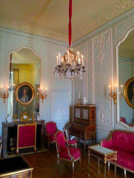 The Cabinet Intérieur.