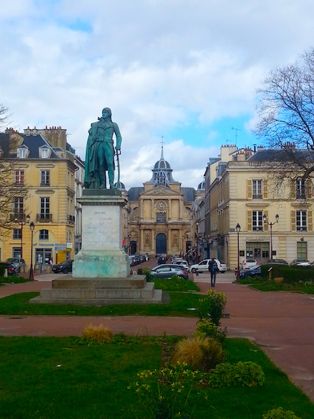 Place Hoche, with the Church of Our Lady (Notre-Dame) clearly visible to the right of the statue.
