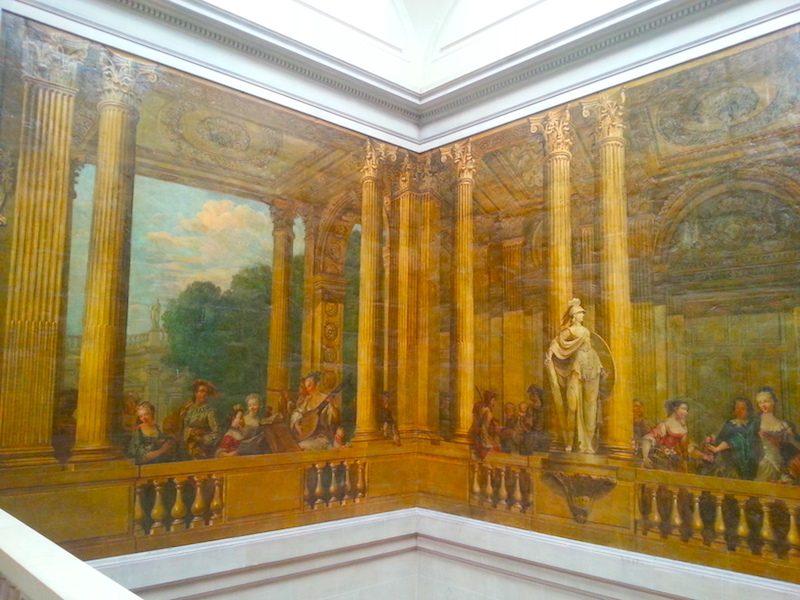 Murals around the top of the Escalier de Luynes.