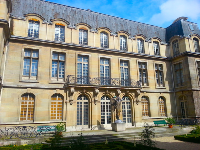 A facade in the main courtyard of the Carnavalet Museum.