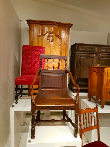 Late 17th and early 18th century chairs from New France in the ROM.