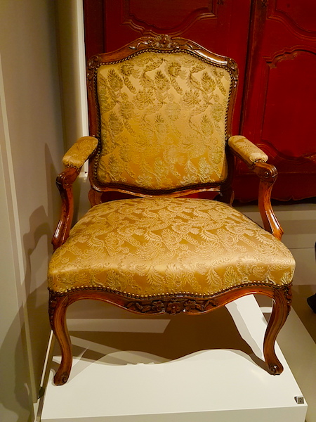 A butternut and pine fauteuil in the ROM.