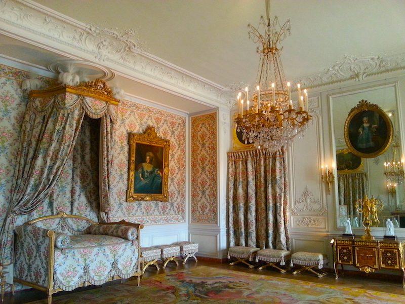 Mme Adélaïde's bedroom.