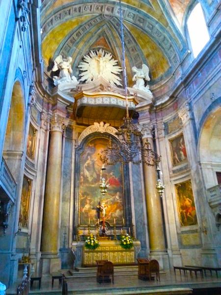The altar of the Basilica da Estrela.
