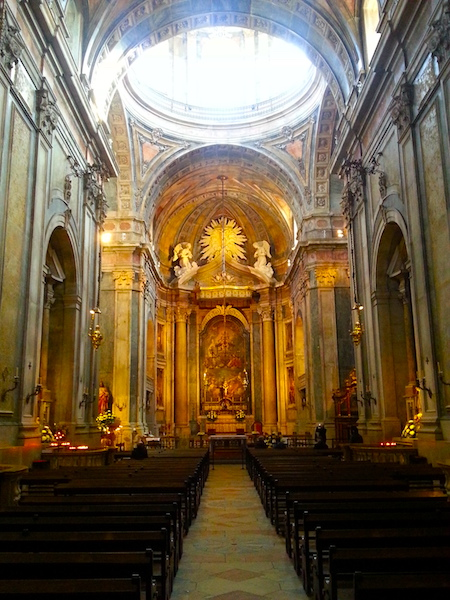 View from the door towards the altar of the Basilica da Estrela.