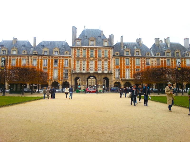 View towards the Pavillon de la Reine.