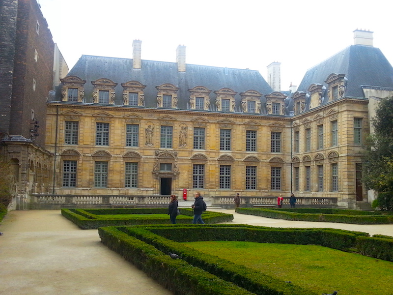 The Hôtel de Sully seen from a gate of the Place des Vosges.
