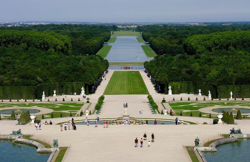 Ch teau de versailles a kingly rooftop view versailles for Jardin chateau de versailles